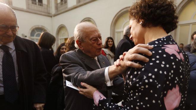 Pujol da el pésame a la hija de Muriel Casals.