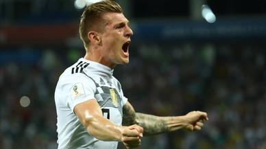 Kroos salva a Alemania en el minuto 95