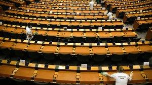 Labores de desinfección en el Parlamento Europeo en Bruselas.