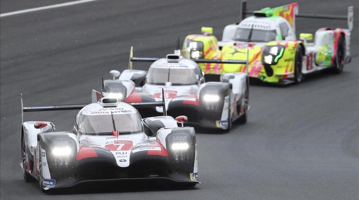 Los dos Toyota oficiales ya mandaron en las 24 Horas de Le Mans desde la salida.