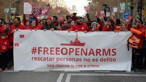 Manifestación en Barcelona para que el Open Arms vuelva a operar.