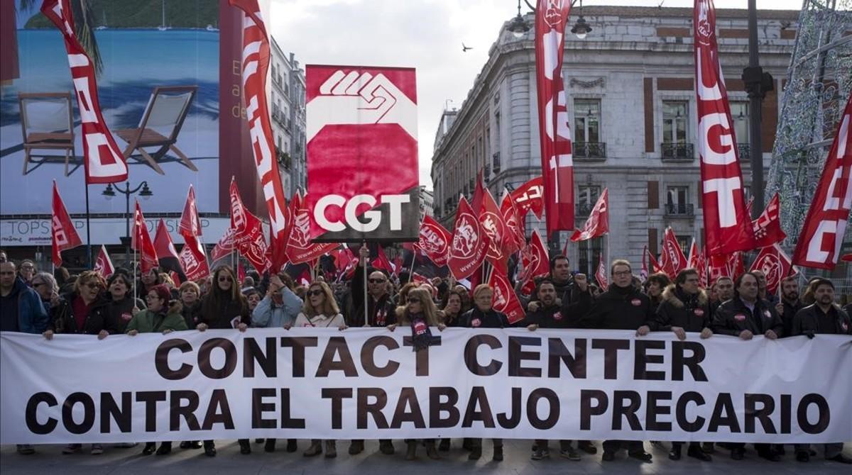 Manifestación de trabajadores de atención telefónica en Madrid.