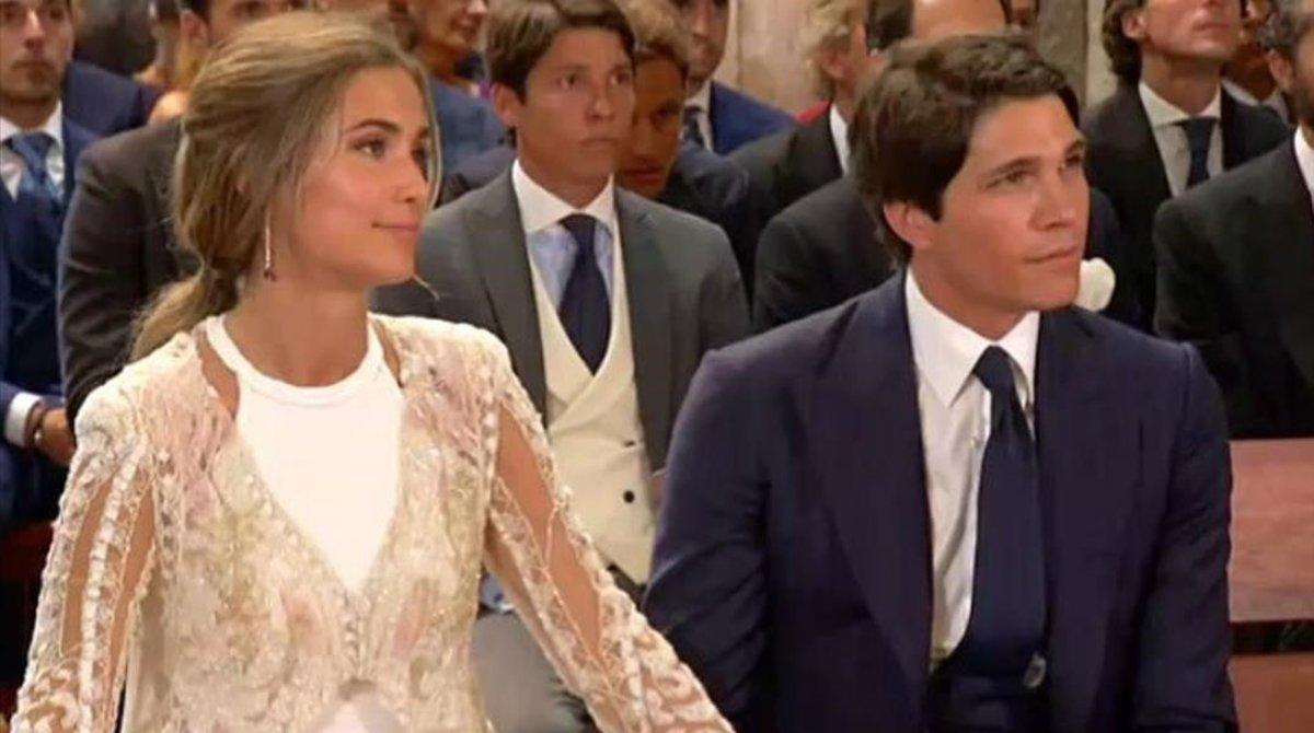 María Pombo y Pablo Castellano, durante la ceremonia de su boda, en Cantabria.