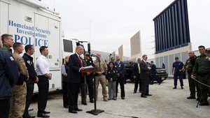 """La batalla política pel """"mur"""" a la frontera porta al tancament parcial del govern dels EUA"""