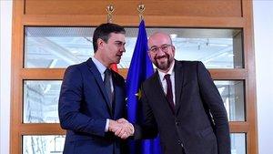 El presidente del Gobierno, Pedro Sanchez, junto al presidente del Consejo Europeo, Charles Michel, este pasado miércoles en Bruselas.
