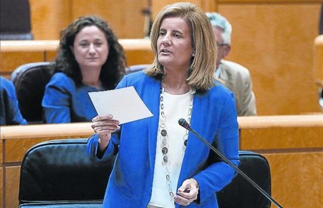 La ministra Fátima Báñez en una intervención en el Senado.