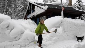 Milers de turistes es troben atrapats als Alps pels temporals de neu
