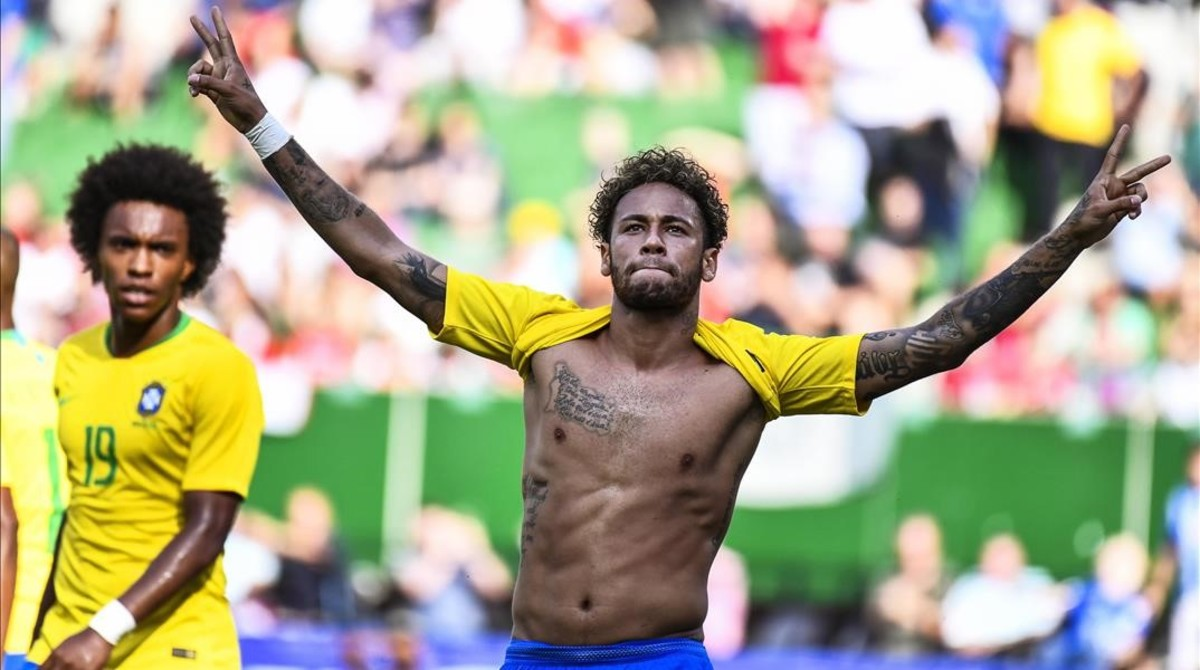 Neymar celebra el gol anotado ante Austria, el segundo de la victoria de Brasil (0-3).