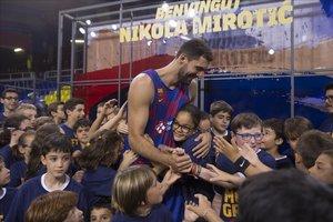 Nikola Mirotic, una de las nuevas estrellas del Barça, en el acto de su presentación