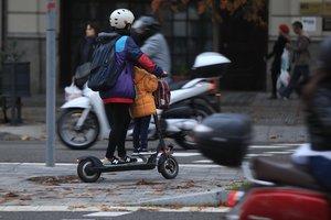 L'Ajuntament de Barcelona recorda que un patinet elèctric no és una joguina