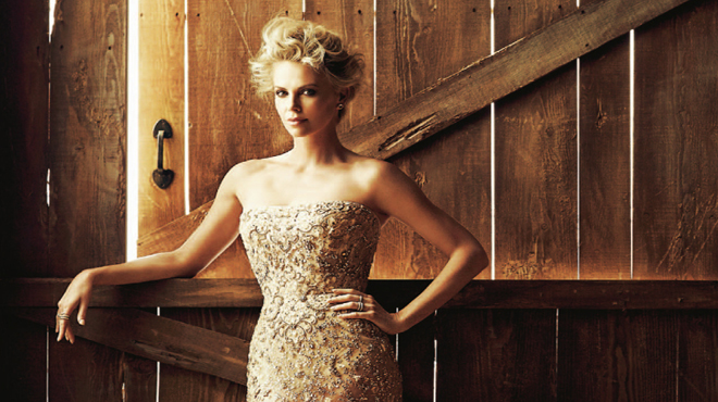 Charlize Theron, sheriff de Hollywood en Dominical.