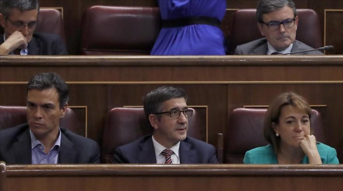 Los diputados del PSOE Pedro Sánchez, Patxi López y Soraya Rodríguez, en el hemiciclo del Congreso.