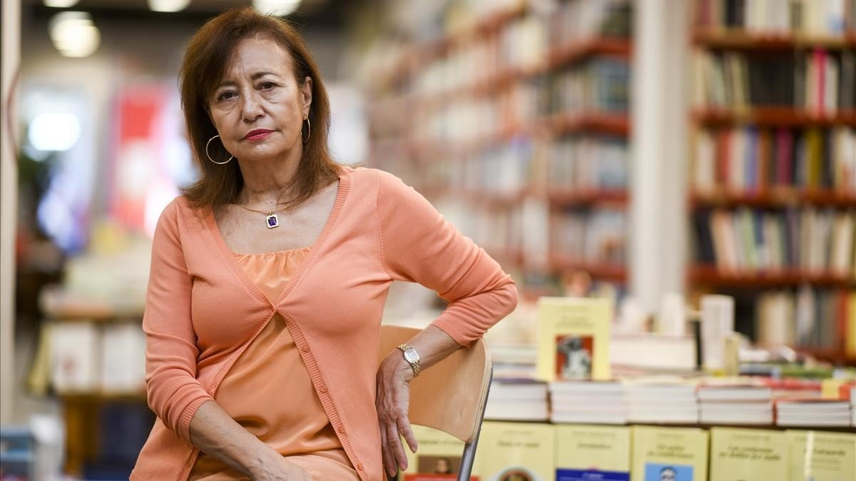 La periodista y escritora Pepa Roma, en la librería Documenta.