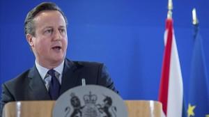 El primer ministro británico, David Cameron, da una rueda de prensa al finalizar la segunda jornada de la cumbre de jefes de Estado y de Gobierno de la UE en Bruselas.
