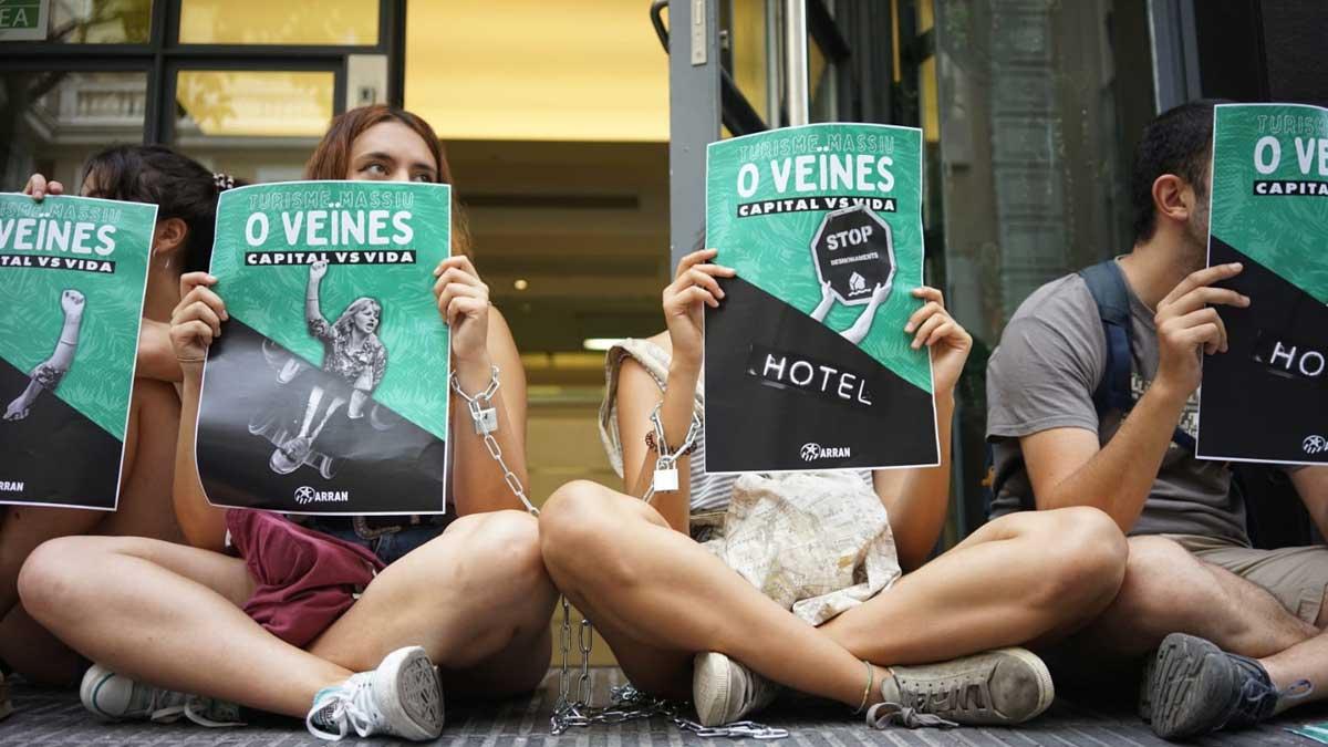 Protesta de Arran frente a la sede de Turisme de Barcelona.