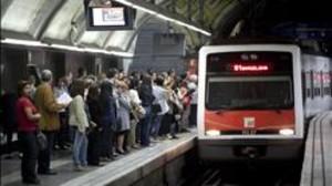 Un tren de FGC entra a l'estació de Catalunya. FERRAN NADEU