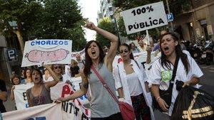 Manifestación contra los recortes en la Sanidad Pública, frente al Hospital Clínic y hasta el Sagrat Cor.