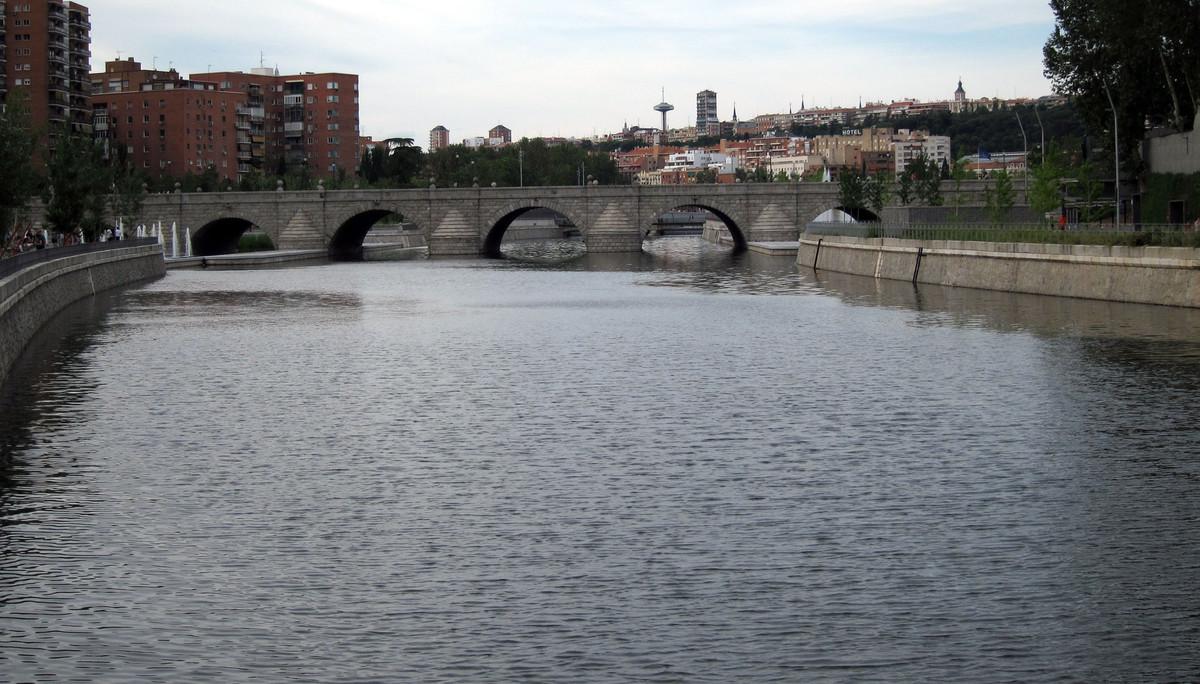 El río Manzanares, a su paso por Madrid.