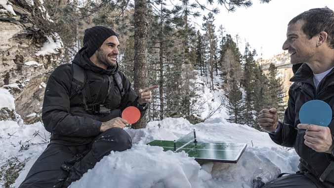 Roger Federer, en el vídeo promocional de su intervención en el programa de Discovery Channel Famosos en peligrocon Bear Grylls.