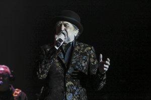 Sabina ajorna al 22 de maig el seu concert amb Serrat a Madrid després de caure de l'escenari