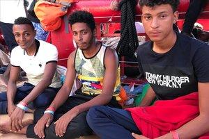 Salah, Ibrahim y Khalil, en el 'Ocean Viking'.