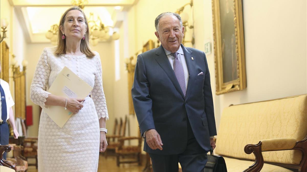 El director del CNI, con la presidenta del Congreso, Ana Pastor, a su llegada a la Cámara Baja para su comparecencia.