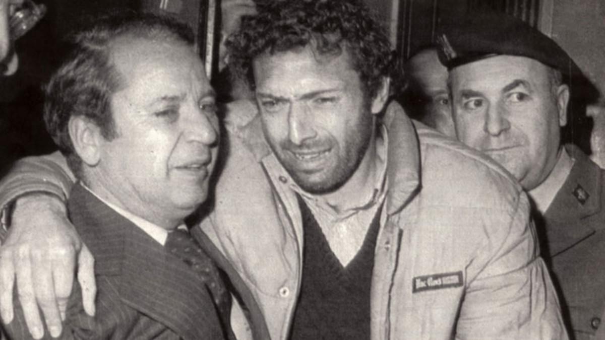 Quini, junto a Josep Lluís Núñez, entonces presidente del Barça, tras ser liberado de su secuestro.