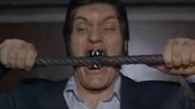 Richard Kiel, en una de sus interpretaciones más conocidas, en la serie de James Bond.