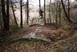 Tumba en la que se encontraban los cuerpos de los cuatro soldados gavanenses junto a nueve soldados anónimos más