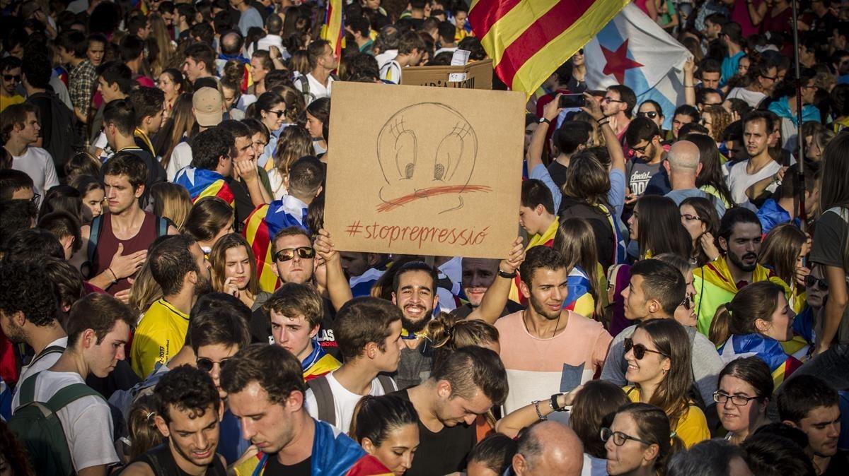 Una imagen de la movilización que ha partido de la plaza Universitat de Barcelona, este martes por la tarde.
