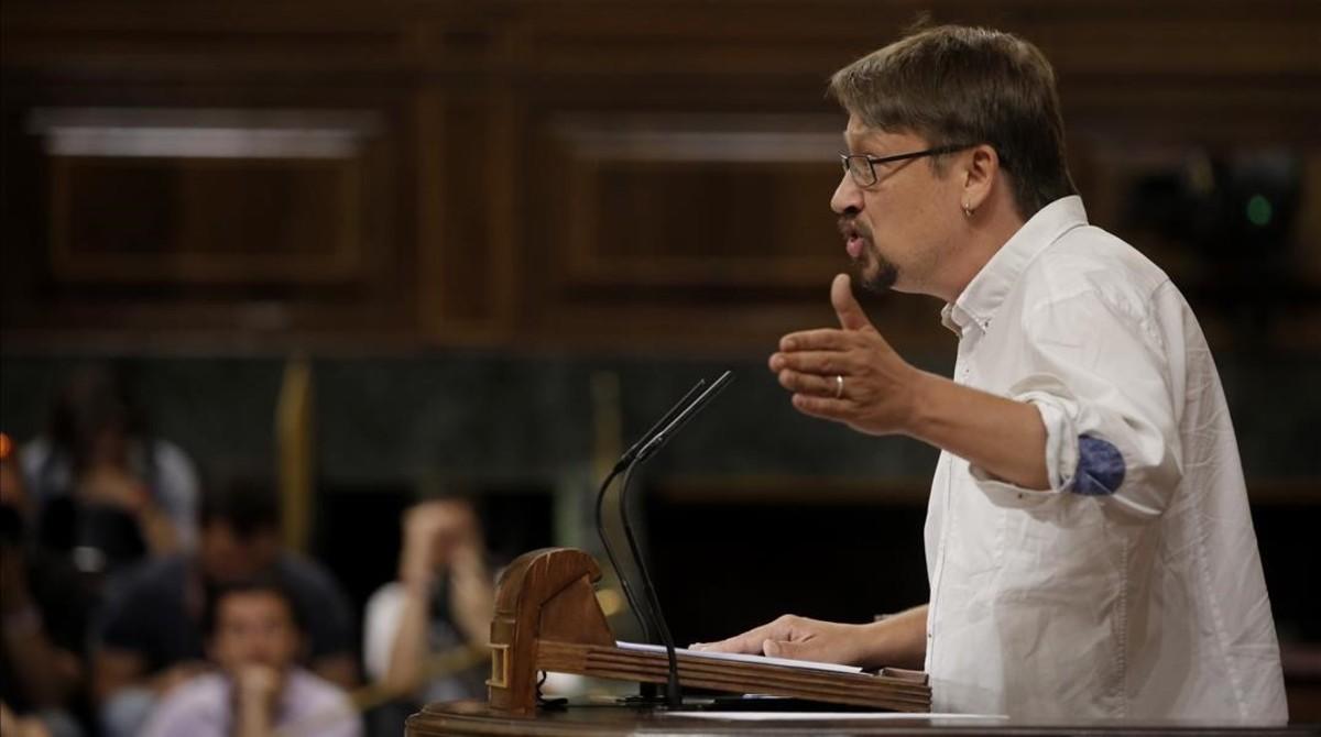 El portavoz de En Comú Podemo, Xavier Domènech, se dirige al pleno durante su turno en la moción de censura.