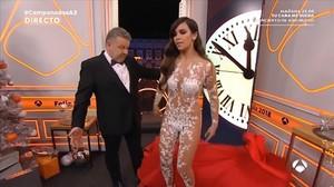 Cristina Pedroche y Alberto Chicote, en las Campanadas de Antena 3 del 2017.