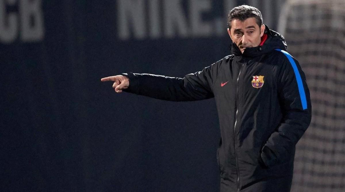 Valverde, en el último entrenamiento del Barça previo a la visita a la Real Sociedad.