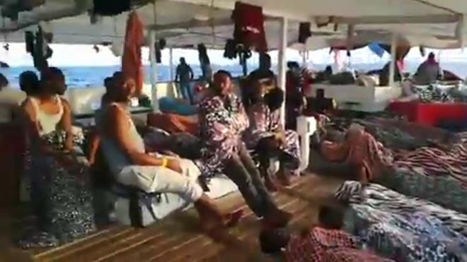 Open Arms demana «urgentment» un port segur on portar 121 immigrants