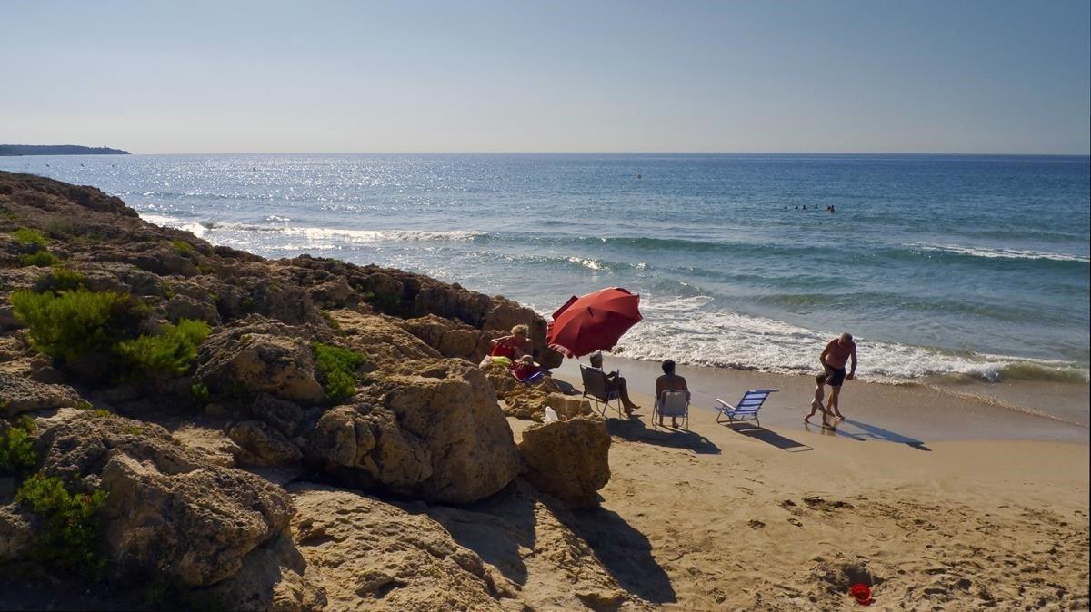 Un home mor ofegat en una platja de Salou