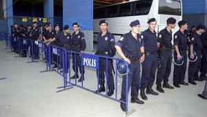 Policías en Estambul.