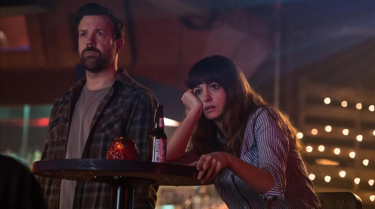 Jason Sudeikis y Anne Hathaway, en una imagen de 'Colossal'.