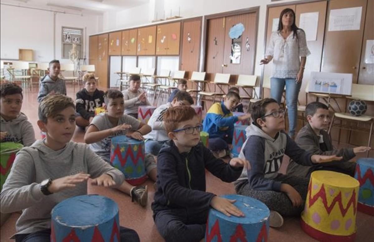 Alumnos de sexto de primaria del colegio Magraners de Lleida durante una actividad escolar.