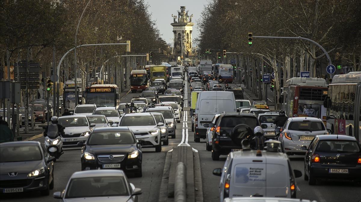 Barcelona no s'atreveix amb el peatge urbà contra el cotxe