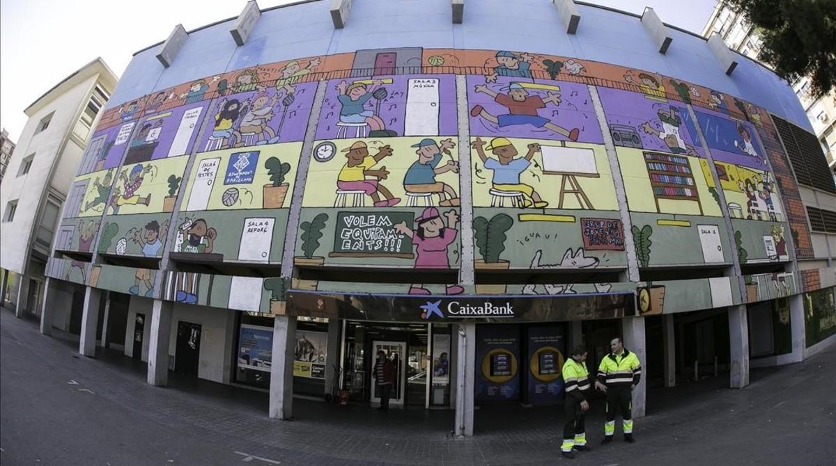 Actual fachada, con los días contados, de los viejos cines Pere IV.