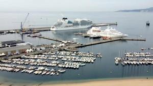 El puerto de Palamós, con los cruceros.