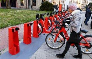 El nou Bicing guanya 100 usuaris al dia i arriba a la meitat d'estacions