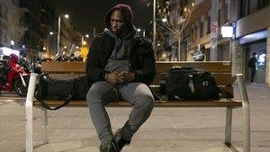 Julien, obligado a dormir en la calle la noche del lunes 25 de febrero, ante la falta de plazas públicas para sintecho.