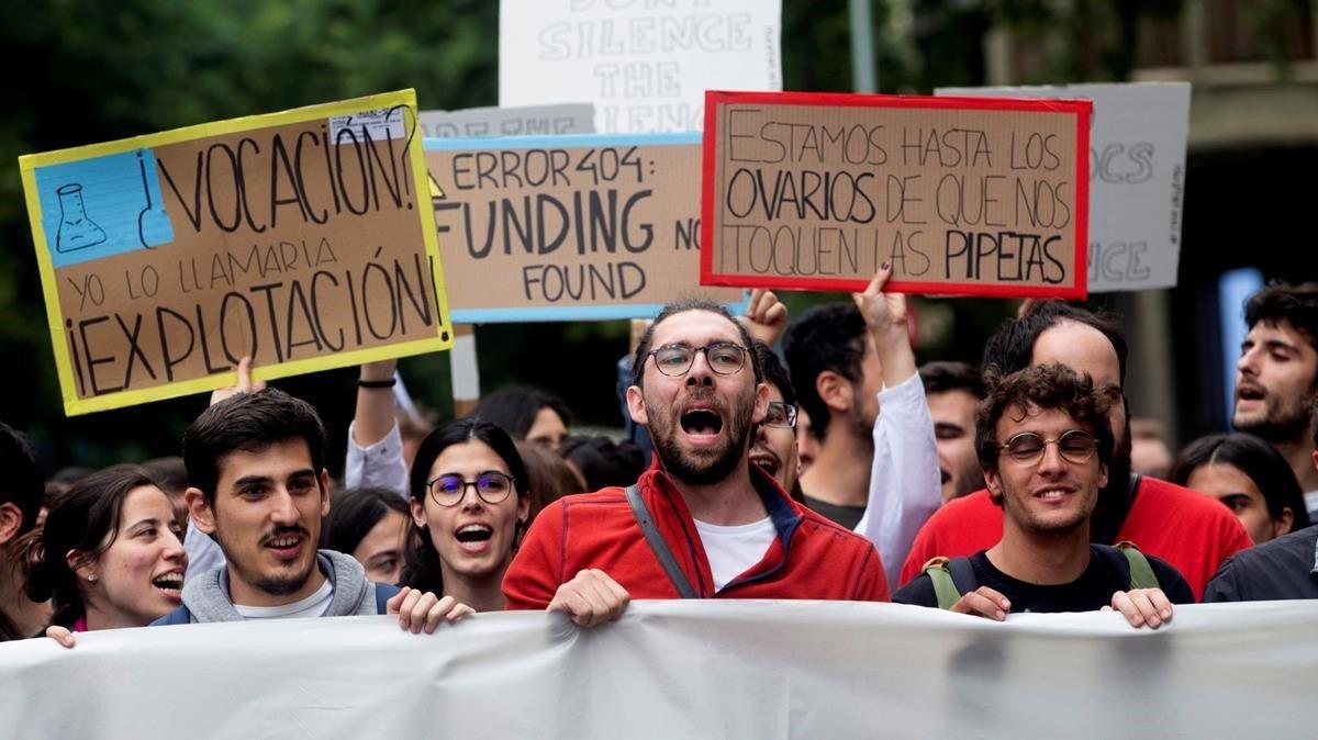 Personal docente e investigadores se manifiestan en Barcelona contra la precariedad en su trabajo