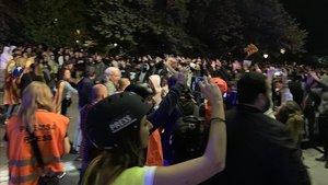 Barrera humana a Lleida entre un grup de violents i els policies