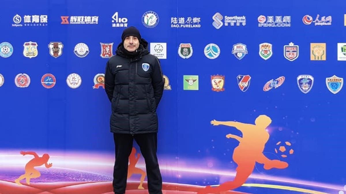 Albert Aumatell, entrenador de porteros, en un acto deportivo en China.