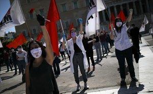 Centenares de sindicalistasdesoyen en Atenas las consignas del Gobierno y se manifiestan en la calle por el Primero de Mayo.