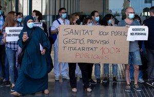 Sanitaris protesten per tercer dia contra l'adjudicació a Ferrovial