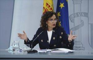 La ministra portavoz y de Hacienda Maria Jesús Montero durante la rueda de prensa.