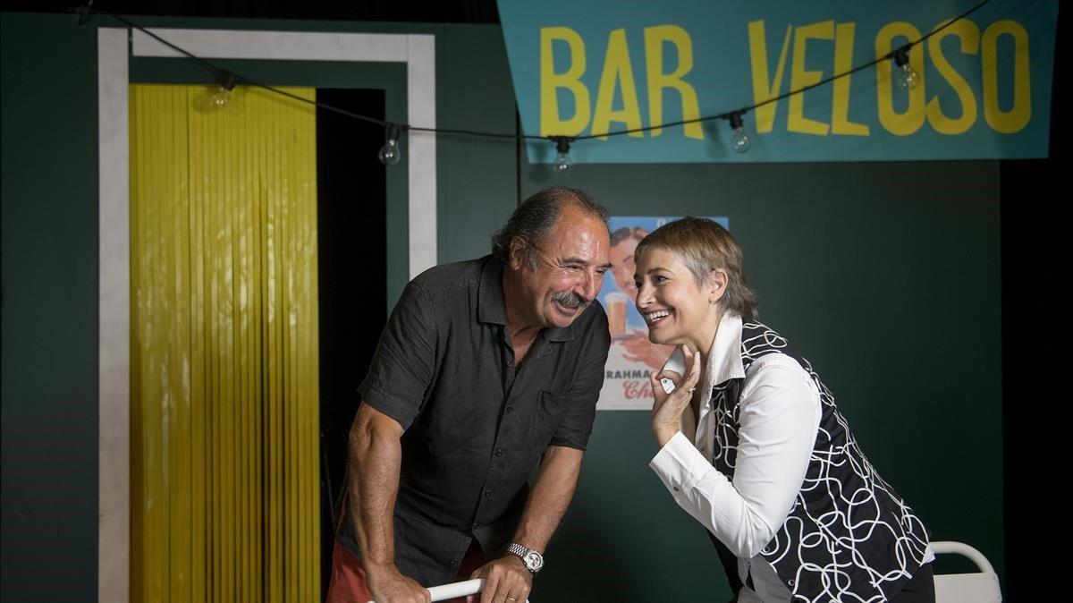 Toni Sevilla y Assumpta Serna bromeanen el escenario del Teatro Aquitania.